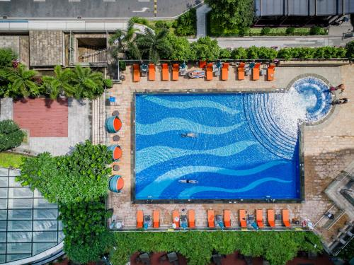 A view of the pool at Fraser Suites Guangzhou or nearby