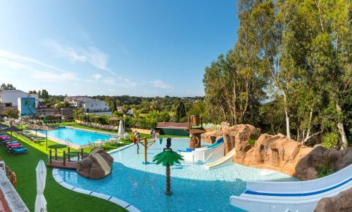 Het zwembad bij of vlak bij Apartaments Els Llorers