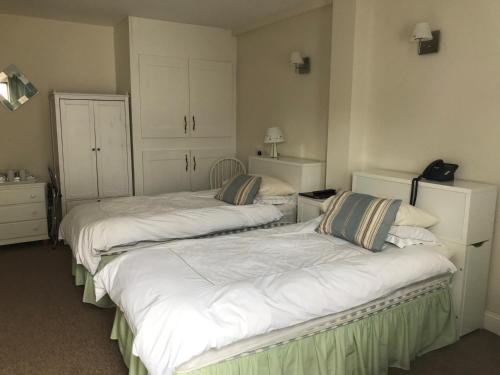 A bed or beds in a room at Melrose House