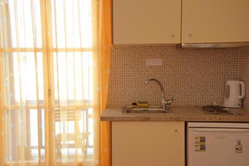 Kuhinja ili čajna kuhinja u objektu Finikas Studios