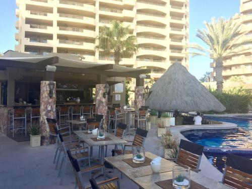 A restaurant or other place to eat at BELLA SIRENA RESORT
