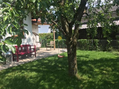 Ein Garten an der Unterkunft Knusperhaus mit Garten