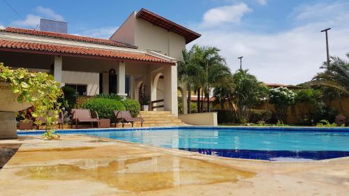 A piscina localizada em Pousada Brisa do Mar ou nos arredores