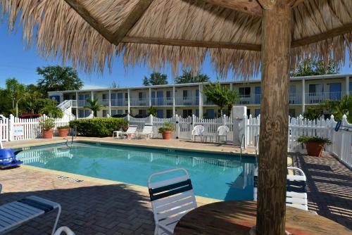 The swimming pool at or near Americas Best Value Inn - Bradenton