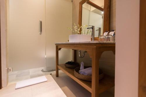 A bathroom at Ulun Ubud Resort