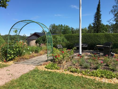 A garden outside Vestlax Mellangård