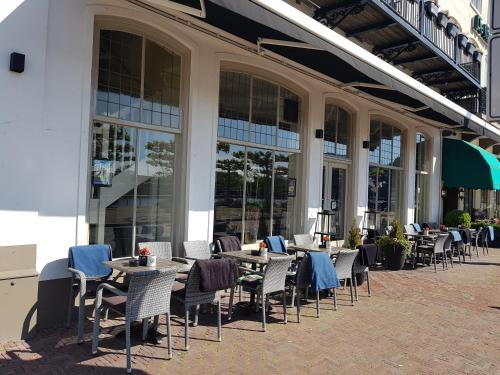 A restaurant or other place to eat at Fletcher Hotel-Restaurant Middelburg