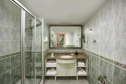 Ein Badezimmer in der Unterkunft Delphin Deluxe Resort