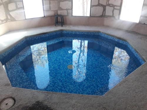 The swimming pool at or near Mansion Tarahumara