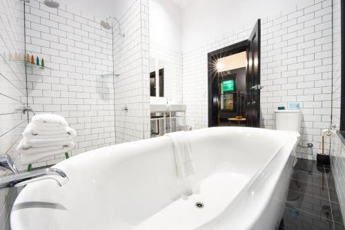 A bathroom at The Franklin Boutique Hotel