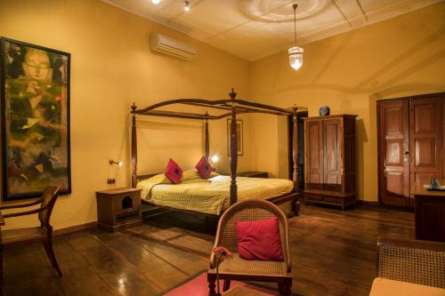 A bed or beds in a room at Old Harbour Hotel