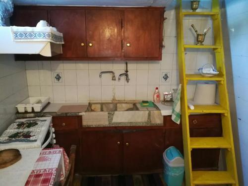 Η κουζίνα ή μικρή κουζίνα στο Manu's (Great GrandMother's) House