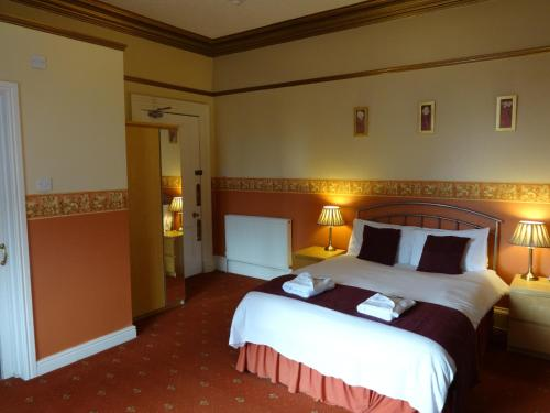 A bed or beds in a room at Dumfries Villa