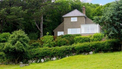 Eryl cottage in Rowen