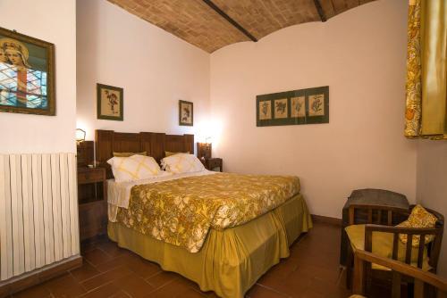 Letto o letti in una camera di Castello Di Proceno Albergo Diffuso In Dimora D'Epoca