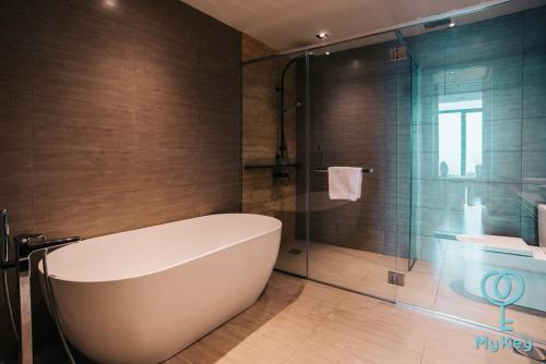 A bathroom at Expressionz Professional Suites by MyKey Global