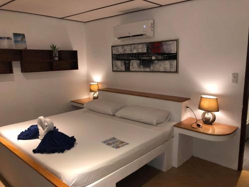 Кровать или кровати в номере Parrot Resort Moalboal