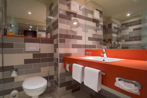 Ein Badezimmer in der Unterkunft Atlantic Hotel Galopprennbahn