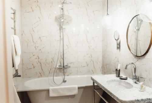 A bathroom at Hotel Tchaikovsky