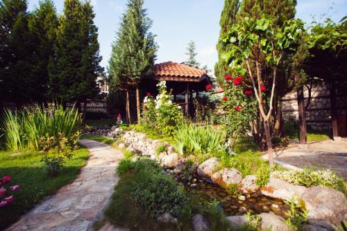 Градина пред Хотел Танне