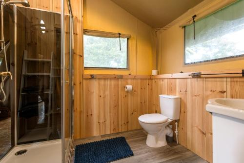 A bathroom at Kidwelly Glamping