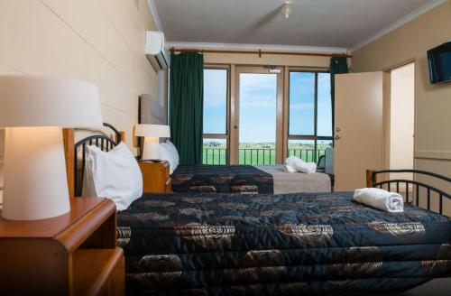 A bed or beds in a room at Tailem Bend Riverside Hotel