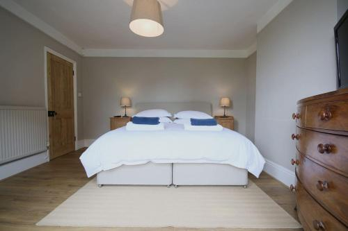 Salisbury 5 bedroom, 7 bed townhouse