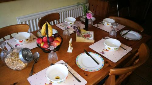 A restaurant or other place to eat at Whitehead Bed and Breakfast