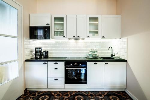 A kitchen or kitchenette at Apartamenty 49