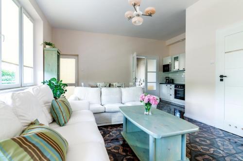 A seating area at Apartamenty 49