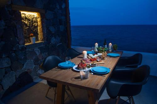 A restaurant or other place to eat at Abelomilos Exclusive Villa