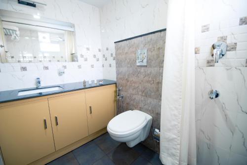 A bathroom at Sidra Pristine Hotel and Portico Halls