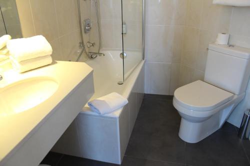 Salle de bains dans l'établissement Best Western Plus Hotel Carlton Annecy