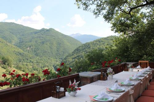 A restaurant or other place to eat at Hotel Tutto