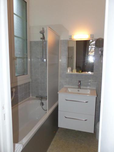 A bathroom at Au Colombier du Touron