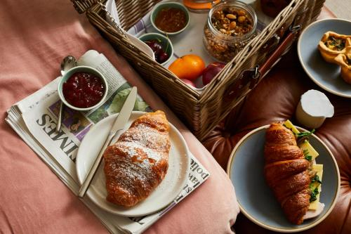 Breakfast options available to guests at Broad Street Townhouse
