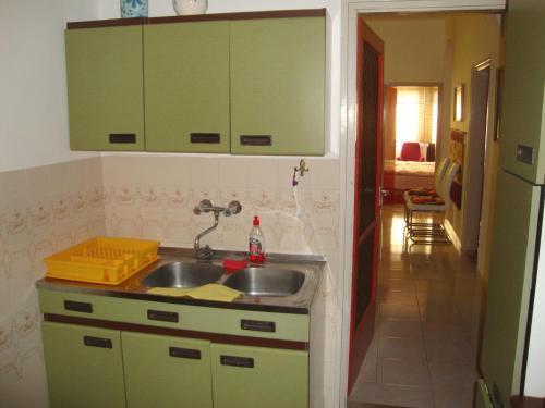 A kitchen or kitchenette at Tulipán Vendégház