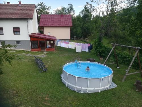 Výhled na bazén z ubytování Guesthouse Bubalo nebo okolí