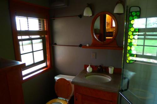 A bathroom at Mesa Verde Farm and Studio