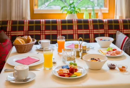 Breakfast options available to guests at Hotel-Garni Jakober