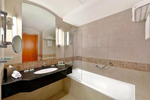 A bathroom at Marriott Executive Apartments Dubai, Green Community