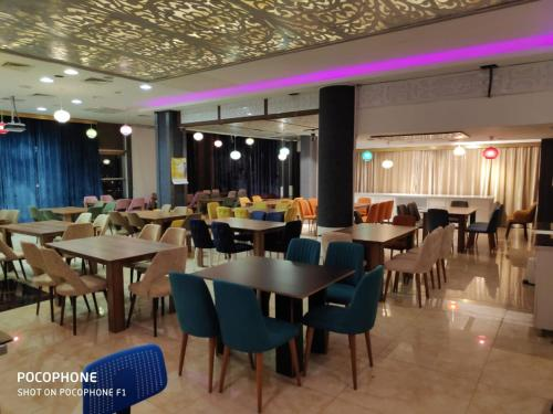 A restaurant or other place to eat at Kirkuk Plaza Hotel