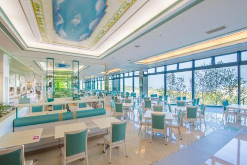 A restaurant or other place to eat at Shiretoko Daiichi Hotel