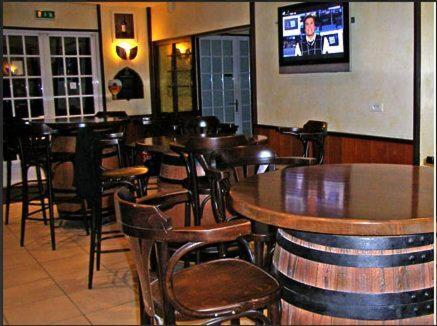 The lounge or bar area at Le Relax