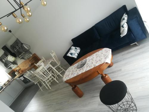 A seating area at Apartament Roztocze