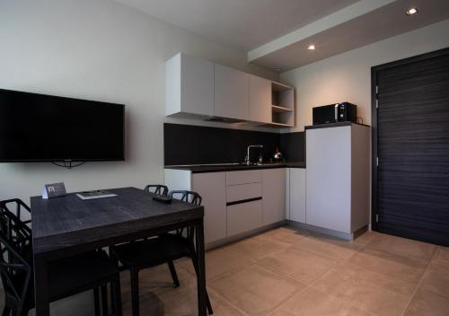 A kitchen or kitchenette at Astoria Living Apartments