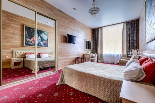 Кровать или кровати в номере Sunflower Ривер Отель Москва