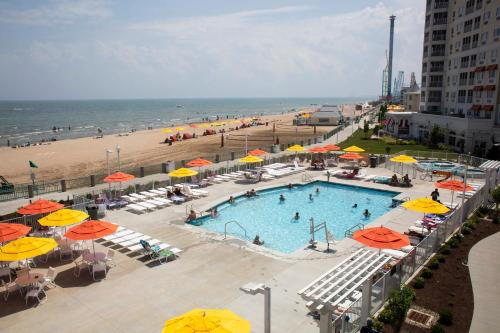 A view of the pool at Cedar Point Hotel Breakers or nearby