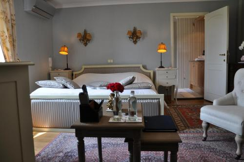 A bed or beds in a room at B&B Villa Hestia