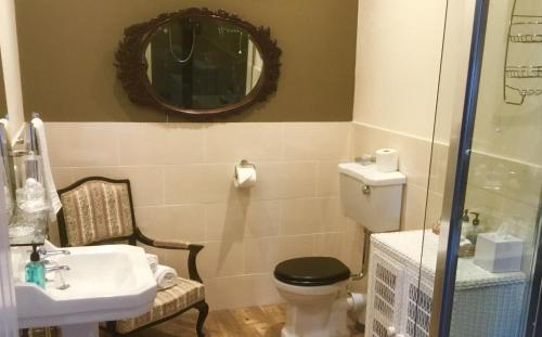 A bathroom at Hunters Guest House